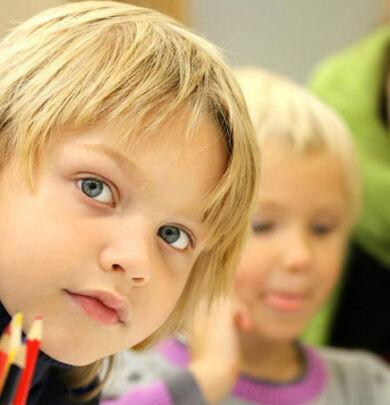 Šta je IOP? To je plan obrazovanja namenjen konkretnom detetu koji u potpunosti uvaža obrazovne specifičnosti, mogućnosti i potrebe deteta.