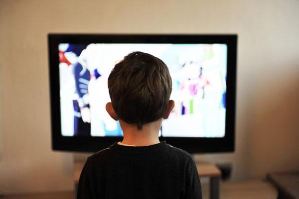 Uticaj televizije na pažnju i govorno-jezički razvoj kod dece